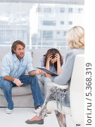 Купить «Therapist listening to the couple sit on the couch», фото № 5368319, снято 20 марта 2013 г. (c) Wavebreak Media / Фотобанк Лори