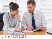 Business people working on documents, фото № 5378283, снято 29 марта 2013 г. (c) Wavebreak Media / Фотобанк Лори