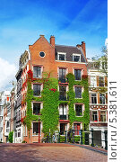 Купить «Типичные дома на улице Амстердама. Нидерланды», фото № 5381611, снято 19 сентября 2013 г. (c) Vitas / Фотобанк Лори