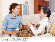 Купить «Взрослая дочь дает лекарство больной матери, лежащей дома на диване», фото № 5399227, снято 16 ноября 2019 г. (c) Яков Филимонов / Фотобанк Лори
