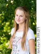 Купить «Портрет девочки на природе», фото № 5399271, снято 12 августа 2013 г. (c) Володина Ольга / Фотобанк Лори