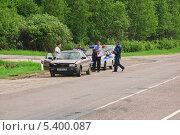 Полиция прибыла на аварию (2013 год). Редакционное фото, фотограф Алёшина Оксана / Фотобанк Лори
