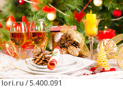 Купить «Новогоднее украшение стола», фото № 5400091, снято 16 декабря 2013 г. (c) Лариса Миронец / Фотобанк Лори