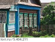 Купить «Деревенский дом», эксклюзивное фото № 5404211, снято 24 мая 2013 г. (c) Алёшина Оксана / Фотобанк Лори