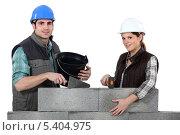Купить «молодые мужчина и женщина работают на стройке», фото № 5404975, снято 28 февраля 2011 г. (c) Phovoir Images / Фотобанк Лори