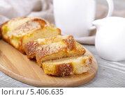 Свежий кекс, кофе и сливки. Стоковое фото, фотограф Денис Афонин / Фотобанк Лори