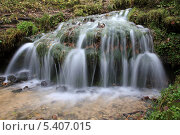 Ручей, ниспадающий как водопад. Стоковое фото, фотограф Алексей Горбунов / Фотобанк Лори