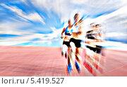 Купить «Молодые спортсменки соревнуются в гонке», фото № 5419527, снято 27 апреля 2013 г. (c) Олеся Новицкая / Фотобанк Лори