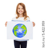Купить «девочка держит в руках рисунок планеты», фото № 5422959, снято 31 июля 2013 г. (c) Syda Productions / Фотобанк Лори