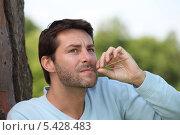 Купить «Мужчина жует травинку у дерева», фото № 5428483, снято 18 мая 2010 г. (c) Phovoir Images / Фотобанк Лори