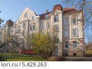 Купить «Калининград. Жилой красивый, старый дом», эксклюзивное фото № 5429263, снято 10 ноября 2013 г. (c) Svet / Фотобанк Лори