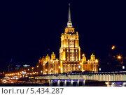 """Высотное здание гостиница """"Украина"""" ночью (2010 год). Редакционное фото, фотограф Алексей Горбунов / Фотобанк Лори"""