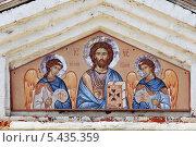 Купить «Фреска с изображением Иисуса Христа и двух Ангелов над Святыми воротами Вышенского монастыря», эксклюзивное фото № 5435359, снято 3 июля 2013 г. (c) Александр Гаценко / Фотобанк Лори