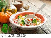 Купить «Перловая каша с овощами», фото № 5435659, снято 25 декабря 2013 г. (c) Надежда Мишкова / Фотобанк Лори