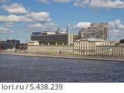 Купить «Санкт-Петербург. Жилой дом», фото № 5438239, снято 8 июля 2011 г. (c) Корчагина Полина / Фотобанк Лори