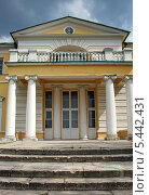 Купить «Усадьба Строгановых в Братцево, Москва», эксклюзивное фото № 5442431, снято 23 мая 2010 г. (c) lana1501 / Фотобанк Лори