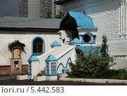 Купить «Крыльцо Покровской церкви в Братцево, Москва», эксклюзивное фото № 5442583, снято 23 мая 2010 г. (c) lana1501 / Фотобанк Лори