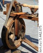 Купить «Старинный станок для изготовления деревянных деталей», фото № 5442675, снято 6 июля 2013 г. (c) Федюнин Александр / Фотобанк Лори