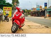 Купить «Красный мотобайк», фото № 5443663, снято 18 декабря 2013 г. (c) A Большаков / Фотобанк Лори