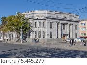 Купить «Сахалинский областной художественный музей в Южно-Сахалинске», эксклюзивное фото № 5445279, снято 6 октября 2013 г. (c) Алексей Шматков / Фотобанк Лори