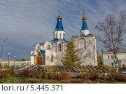 Купить «Свято-Введенский православный храм», эксклюзивное фото № 5445371, снято 9 октября 2013 г. (c) Алексей Шматков / Фотобанк Лори