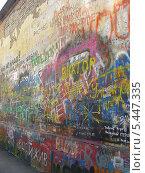 Купить «Стена Виктора Цоя Старом Арбате, Москва», эксклюзивное фото № 5447335, снято 4 сентября 2008 г. (c) lana1501 / Фотобанк Лори