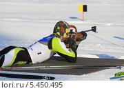 Купить «Юноша-биатлонист на огневом рубеже», эксклюзивное фото № 5450495, снято 17 февраля 2013 г. (c) Анатолий Матвейчук / Фотобанк Лори