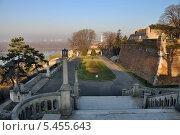 Вид на большую лестницу и крепостную стену. Парк Калемегдан. Белград, Сербия (2013 год). Стоковое фото, фотограф Bala-Kate / Фотобанк Лори