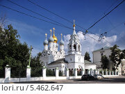 Купить «Храм Святителя Николая в Пыжах, Москва», эксклюзивное фото № 5462647, снято 3 августа 2013 г. (c) Александр Гаценко / Фотобанк Лори