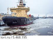 Ледокол в порту. Редакционное фото, фотограф Александр Невский / Фотобанк Лори