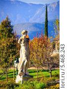 Купить «Старая скульптура на фоне Альп», фото № 5468243, снято 26 октября 2013 г. (c) Наталия Македа / Фотобанк Лори