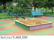 Купить «Детская песочница в московском дворе», фото № 5468599, снято 19 июля 2013 г. (c) Владимир Горощенко / Фотобанк Лори