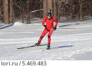 Купить «Биатлонист в красном», эксклюзивное фото № 5469483, снято 3 марта 2013 г. (c) Анатолий Матвейчук / Фотобанк Лори