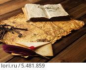 Купить «Пишущие принадлежности, связка старых ключей и книга на старинной бумаге», фото № 5481859, снято 8 января 2014 г. (c) Andrejs Pidjass / Фотобанк Лори