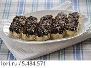Купить «Творожные сырки, глазурованные шоколадом», эксклюзивное фото № 5484571, снято 14 января 2014 г. (c) lana1501 / Фотобанк Лори