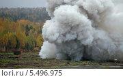 Купить «Залп тяжелой реактивной системы залпового огня с кассетным боеприпасом», видеоролик № 5496975, снято 18 января 2014 г. (c) Игорь Долгов / Фотобанк Лори