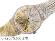 Купить «Швейцарские наручные часы Swatch в прозрачном пластиковом корпусе, оформленные в стиле интерьеров Торгового дома ГУМ к его 120-летнему юбилею», фото № 5500279, снято 18 января 2014 г. (c) Владимир Сергеев / Фотобанк Лори