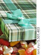 Коробка с конфетами. Стоковое фото, фотограф Беляева Елена / Фотобанк Лори