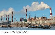 Купить «Вид на электростанцию в Санкт-Петербурге», видеоролик № 5507851, снято 21 января 2014 г. (c) Кекяляйнен Андрей / Фотобанк Лори