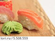 Купить «Суши с лососем и вассаби», эксклюзивное фото № 5508559, снято 20 января 2014 г. (c) Яна Королёва / Фотобанк Лори