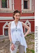 Купить «Девушка в белом с украшениями», фото № 5508919, снято 18 июля 2013 г. (c) Александра Орехова / Фотобанк Лори