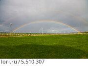 Купить «Радуга над зелёным газоном», фото № 5510307, снято 24 сентября 2013 г. (c) Darja Vorontsova / Фотобанк Лори