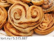 Купить «Булочки сладкие с корицей», эксклюзивное фото № 5515887, снято 18 апреля 2013 г. (c) Dmitry29 / Фотобанк Лори
