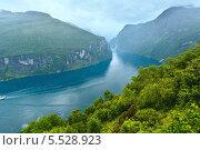 Купить «Фьорд Гейрангер. Норвегия», фото № 5528923, снято 17 июля 2013 г. (c) Юрий Брыкайло / Фотобанк Лори