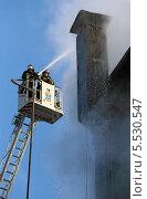 Купить «Работа пожарных на высоте», фото № 5530547, снято 29 января 2014 г. (c) Юрий Кирсанов / Фотобанк Лори