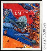 """Многозональная камера """"МКФ-6"""" для дистанционного зондирования Земли. Fernerkundung der Erde Multispektralkamera MKF-6. Почтовая марка Германии (ГДР) 1978 года. Стоковая иллюстрация, иллюстратор Щеголева Ольга / Фотобанк Лори"""