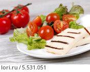 Закуска  с сыром фета и помидорами черри. Стоковое фото, фотограф Денис Афонин / Фотобанк Лори