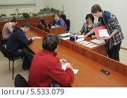 Студент тянет билет на экзамене (2013 год). Редакционное фото, фотограф Юрий Пирогов / Фотобанк Лори