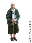 Купить «Портрет в полный рост пожилой женщины с тросточкой», фото № 5533483, снято 29 января 2014 г. (c) Бандуренко Андрей / Фотобанк Лори