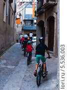 Купить «Дети на велосипедах. испания», фото № 5536003, снято 28 сентября 2013 г. (c) Андрей Горбачев / Фотобанк Лори